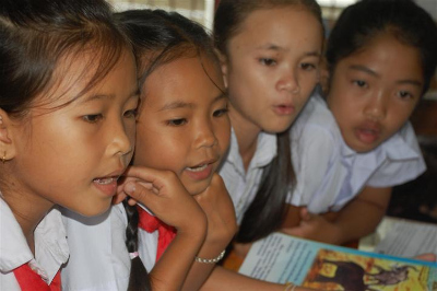 読書タイム in Laos