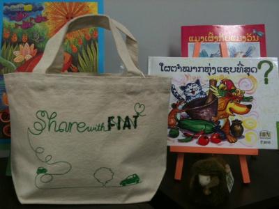 Share with FIATミニトート(左)、「ヤク」ぬいぐるみ(右)