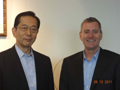 2011年9月に創設者ジョン・ウッドが隅修三社長を表敬訪問。東京海上日動本社ビルにて