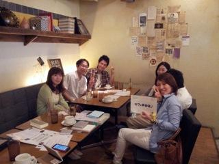 先日横浜で開催された際の参加者のみなさんのお写真です。和やかな楽しい雰囲気が伝わってきますね♪