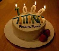 ルーム・トゥ・リードのロゴ入りケーキ